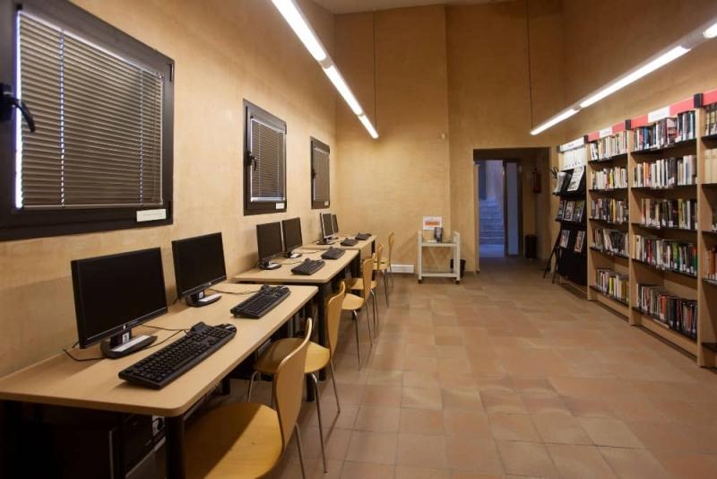 Sala d'ordinadors a la Biblioteca Municipal de Bellavista