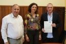 L'alcalde, Francesc Colomés i els representants de Sorea i del Club Natació les Franqueses