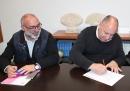 Signatura de la compra del 4t pis per a emergències socials