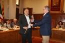 Jordi Ganduxé entrega la vara al nou alcalde, Francesc Colomé