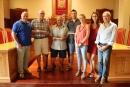 Foto del homenatjats amb l'alcalde i els regidors