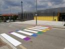 Les Franqueses pinta el pas de vianants de davant la Biblioteca Municipal de l'Espai Can Prat dels colors LGTBI